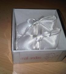 Nove bijele krsne cipelice u kutiji
