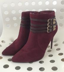 Crvene cizme na petu