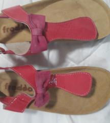 %% 130 kn-Nove froddo sandalice vel. 35