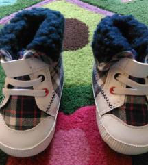 Nove tople cipelice zapakirane