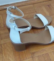 sandale na potpeticu