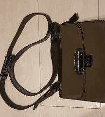 Maslinasto zelena torbica s crnim detaljima