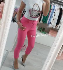 Nove roze hlače sa remenom