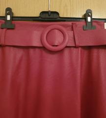 Crvena kožna midi suknja