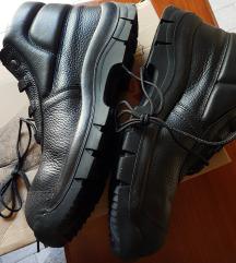 Radne zaštitne cipele s ojačanjima za prste