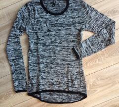 Sivo-crni prošarani pulover
