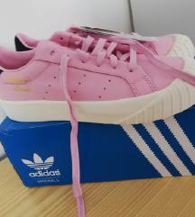 Adidas 38.5