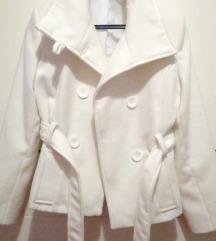 ** Novi snježno-bijeli kaput **