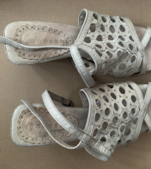 Kožne sandale na petu