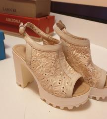 Ljetne čipkaste sandalice