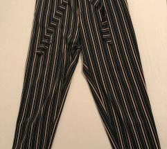 Nenošene hlače na pruge s remenom