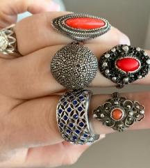 tri antikna koraljna prstena