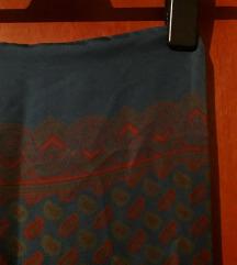 Plavi šareni svileni šal