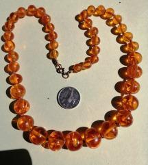 Vintage ogrlica od ljevanog jantara