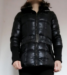 Bershka crna jakna..S