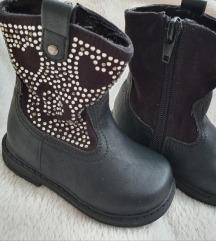 Crne čizmice čizme