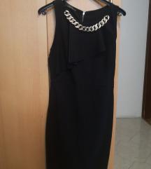 Crna haljina s lančićem