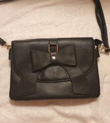 Crna torbica s mašnom marke Diadema