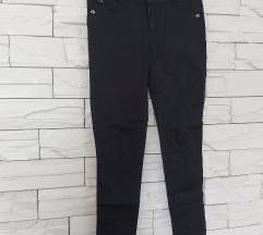 Obične crne hlače