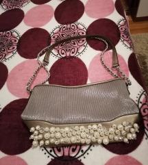 Srebrno-siva torbica sa mnogo perlica