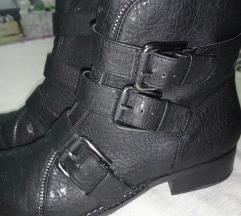 Nove gležnjače, čizme - TISAK GRATIS