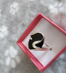 Prsten sa crnim kamenom