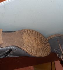 Kožne čizme broj 37 mustang