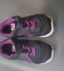 Nike revolution tenisice br.33.5