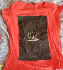 Crveno crna majica s natpisom