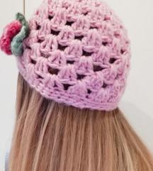 Roza pletena zimska kapa