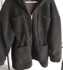 Crna strukirana teddy bunda
