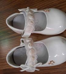 Bijele lakirane cipelice
