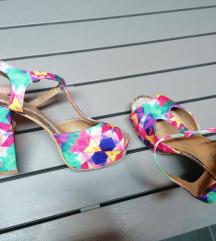 Šarene sandale na petu