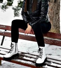Nove bijele čizme
