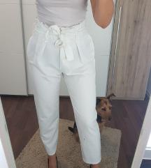 Bijele hlače s mašnom