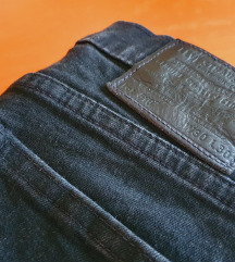 LEVI'S 519 skinny fit crne traperice