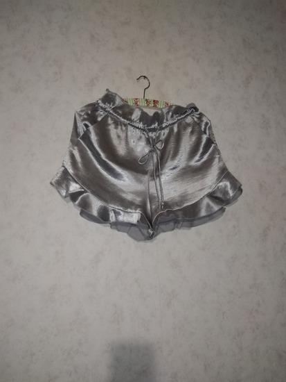 Kratke svilene hlačice Mango