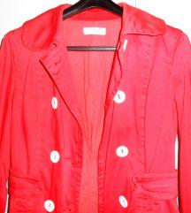 Pamučna crvena, s bijelim botunima,   Zara jakna
