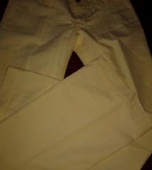 ženske žute hlače na peglu