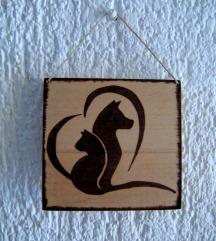 Drvena dekoracija, pas i mačka