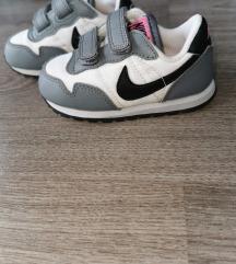 Nike tenisice 22