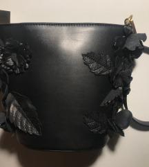 Crna torbica s cvjetićima
