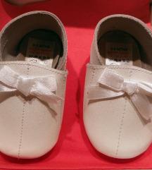 bijele kožne papučice za bebe 0-3 mjeseca NOVO!