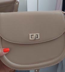 Nova s etiketom torbica