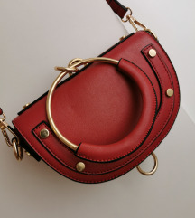 Crvena torbica 100kn