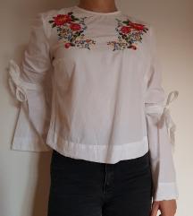 Bijela košulja s cvjetovima, Stradivarius