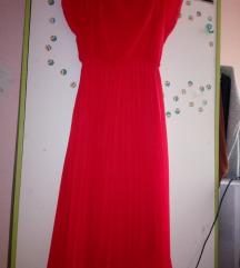 Plisirana crvena haljina