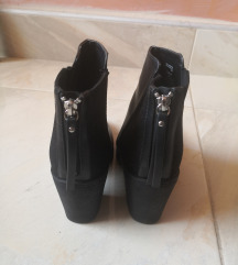 Čizme broj 39