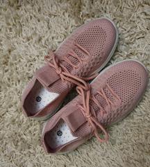 Nove roza tenisice, 37