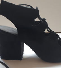 Crne cipele sandale